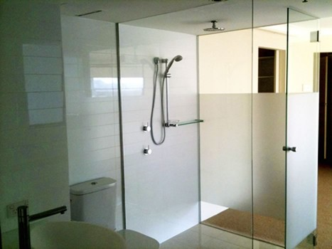 Frameless Shower Screen 1