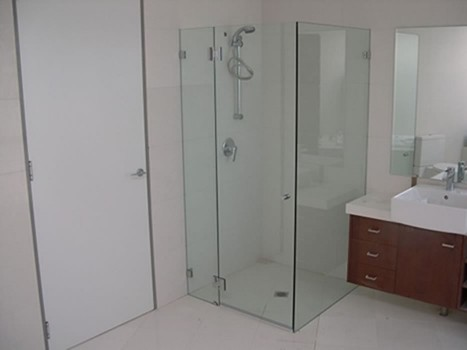 Frameless Shower Screen 4